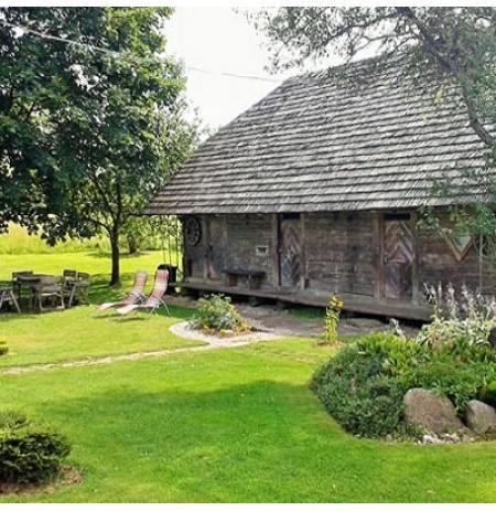 Siūlome apsistoti 200 metų senumo klėtyje Plungės rajone